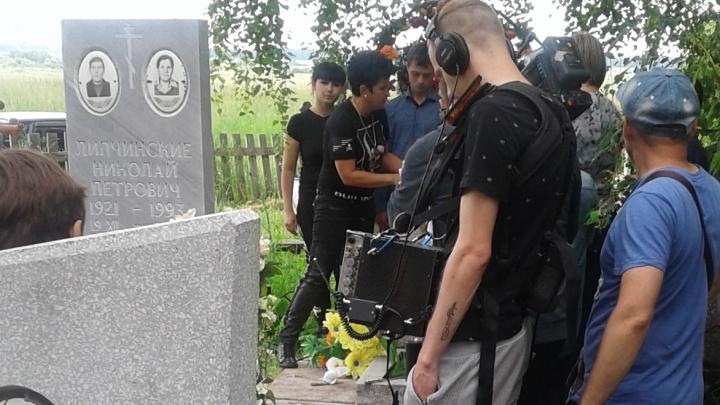 Звезды «Битвы экстрасенсов» приехали в тюменское село, чтобы помочь женщине, похоронившей трех мужей