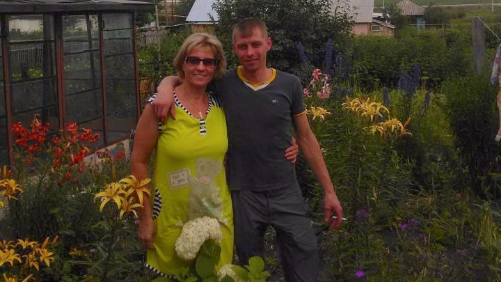 Схватила нож, чтобы выжить: сын сибирячки, которую помиловал Путин — о том, как она попала в колонию