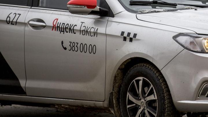 «Открыл окно — газ в лицо»: водитель Яндекс.Такси распылил баллончик на дороге у «МЕГИ»