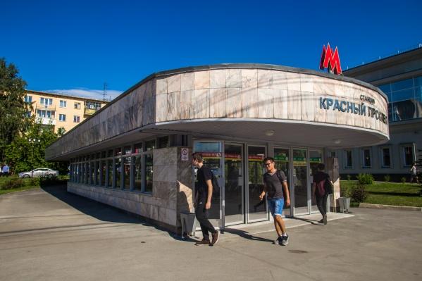 Читатели НГС сообщили, что людей попросили выйти из вагонов на станции «Красный проспект»