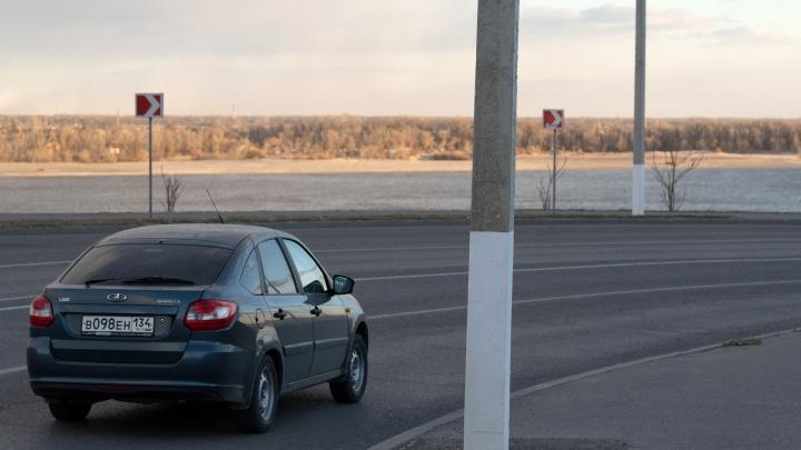 «Под самый корешок»: после публикации V1.ru с дороги в центре Волгограда бесследно исчез знак 40