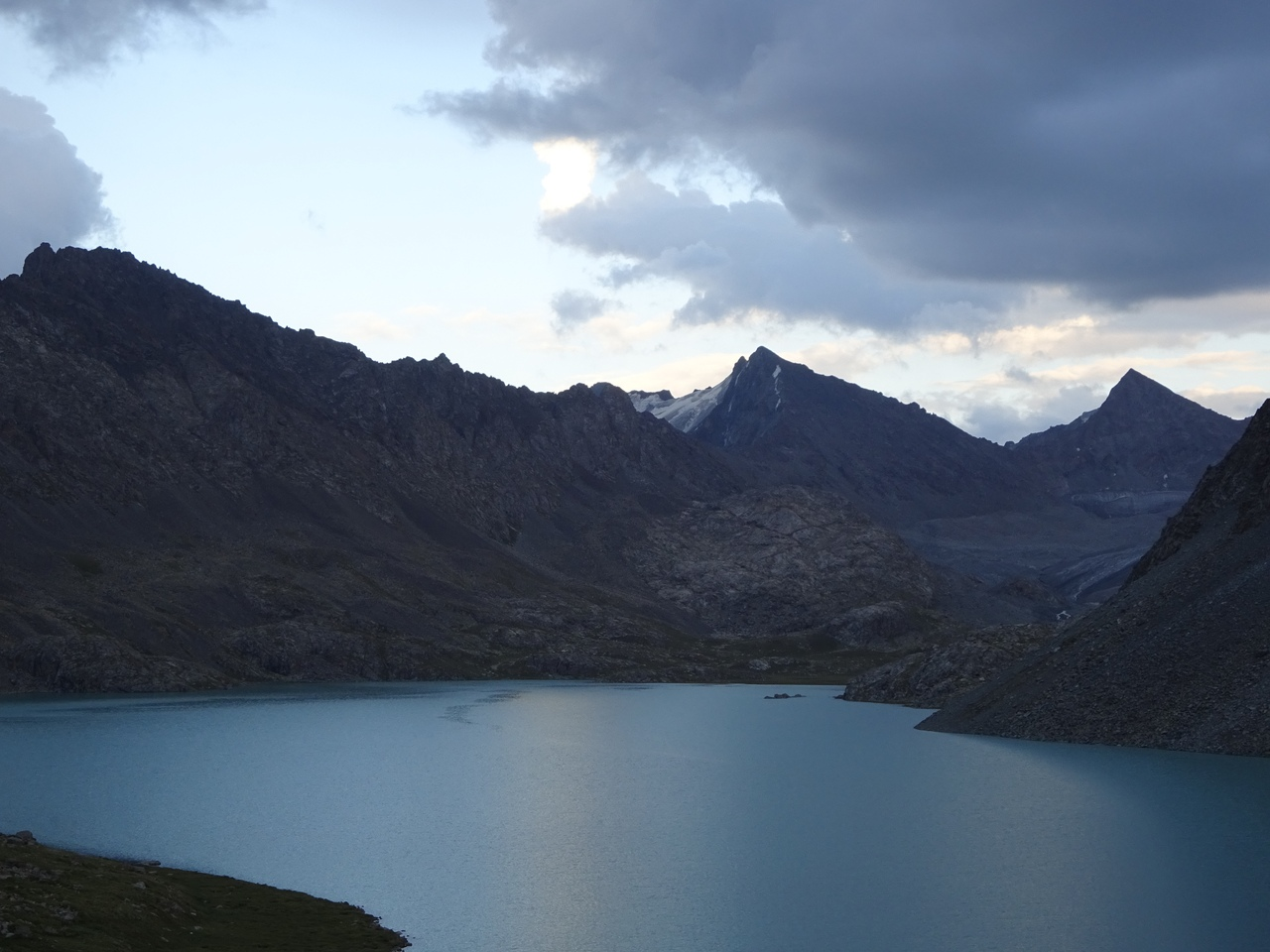 Даже при отсутствии солнца природа гор покоряет сердце самого взыскательного зрителя