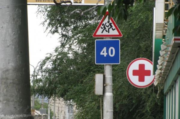 На дороге около школы водителям придется снизить скорость