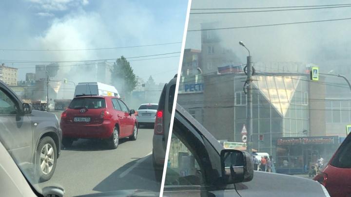 На Северо-Западе Челябинска задымила кулинария «Патриот»