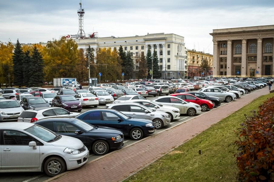 В центре Челябинска планируют создать восемь тысяч платных парковочных мест