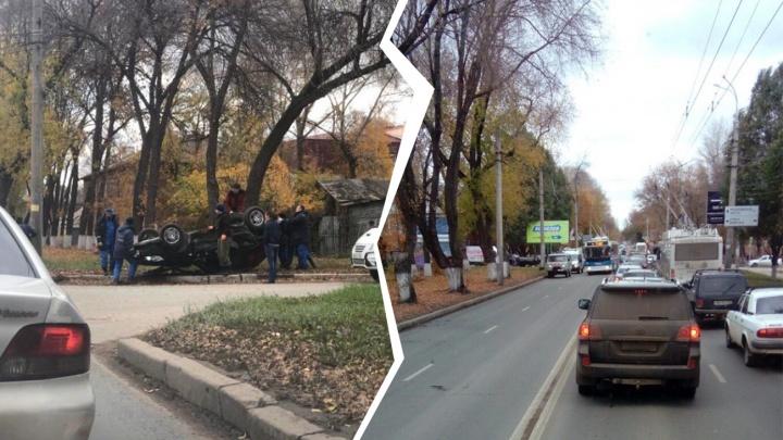 «Водитель без сознания»: на проспекте Кирова «Гранту» перевернуло на крышу