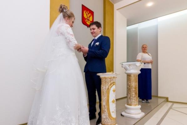 Двойки и нолики: более 300 самарцев выбрали «красивые даты» для свадеб в феврале