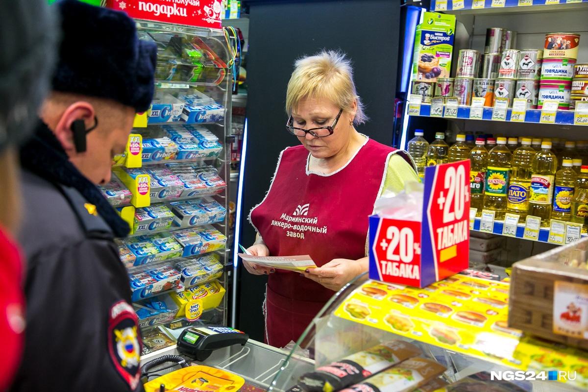 Прошлись по магазинами и вновь напомнили продавцам о фальшивых купюрах