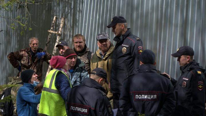 После разбора забора стройки в Шиесе на двух активистов составили протокол за нанесение ущерба