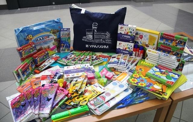 Сотрудники пермского «УРАЛХИМа» помогли собраться в школу нуждающимся детям