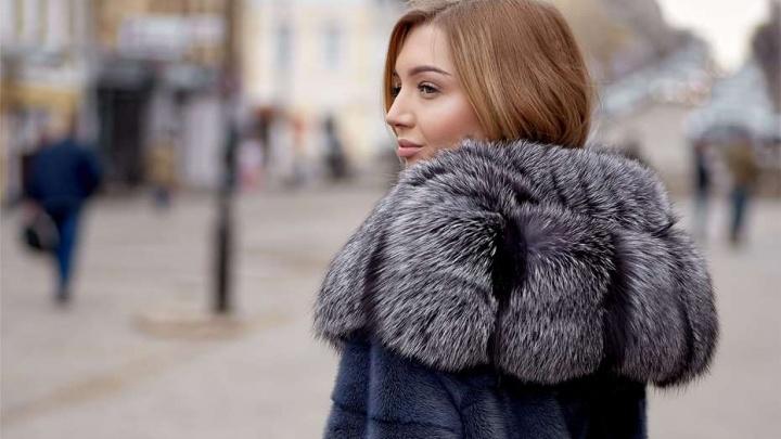 Закруглённый подол, воротник-стойка и стриженый мех: челябинкам покажут, что будет в моде этой зимой