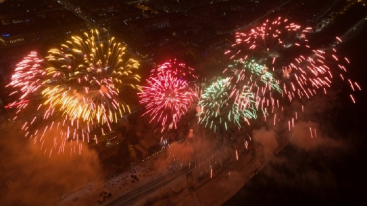«По приказу Путина»: в Волгограде салют 23 Февраля попал на видео