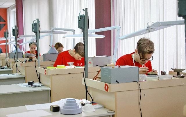 Красноярский студент 20 часов потратил на создание серебряной подвески и взял золото WorldSkills