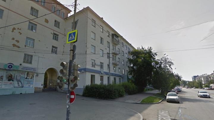 «Не рекомендуют открывать окна, выходящие на улицу»: полиция обходит квартиры из-за приезда Путина