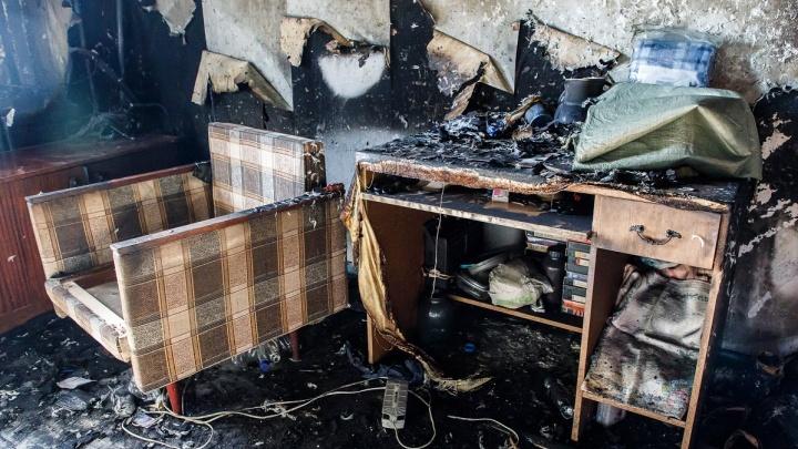 «Мать выскочила из горящей квартиры без ребенка»: двухлетняя девочка погибла на пожаре в Камышине