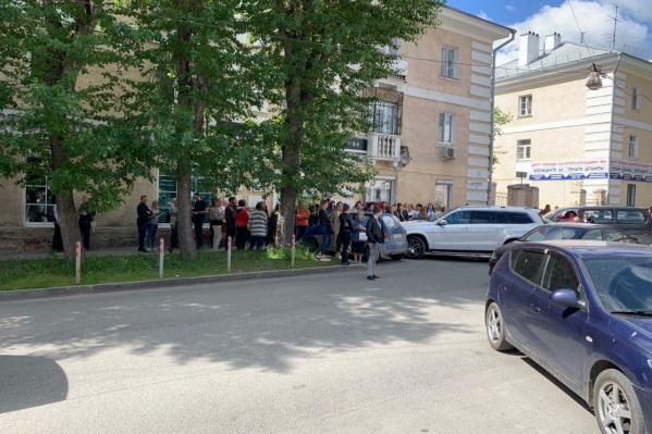 Из здания эвакуировали около 30 человек