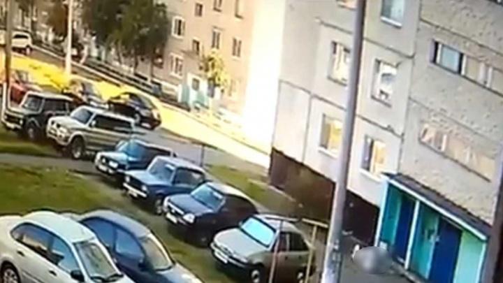 В Башкирии под окнами девятиэтажки нашли тело женщины