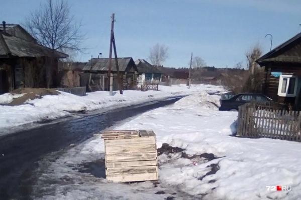 Местный житель закрыл и не выпускал сожительницу 11 дней, чтобы она не рассказала о случившемся участковому