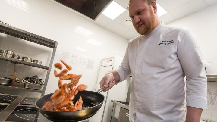 От креветок до баньбургера: шеф-повар «Андреевских бань» провел экскурсию по кухне