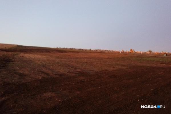 К кладбищу присоединяют земли с западной стороны от него