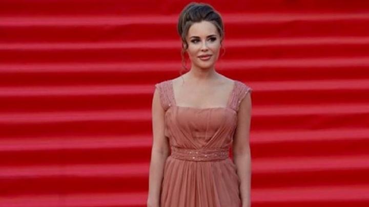 Юлия Михалкова решила подарить юным свердловчанкам пять платьев на выпускной