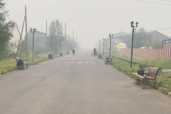 На улицах Туры из-за смога не видно даже малоэтажные дома