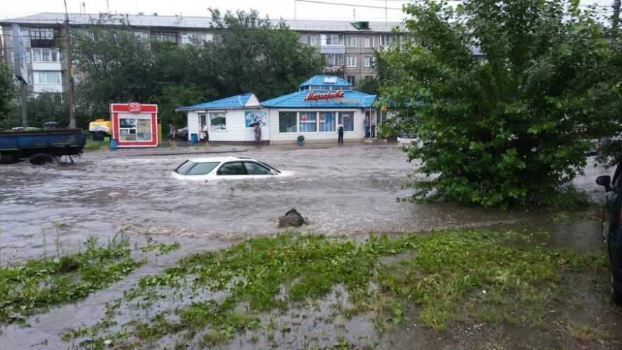 На Красноярск идут шторм и очень сильные ливни. Спасатели предупреждают о риске потопа