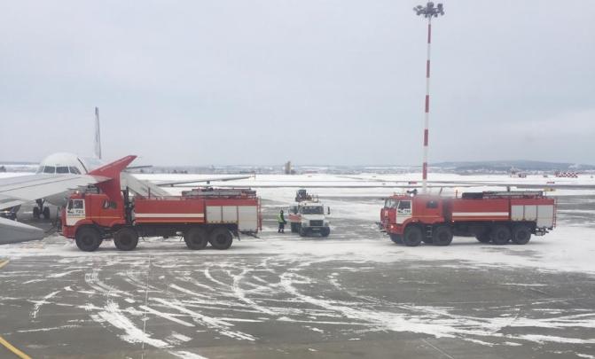 «Самолёт затрясло. Даже мужчины испугались»: пассажирка новосибирского рейса об аварийной посадке