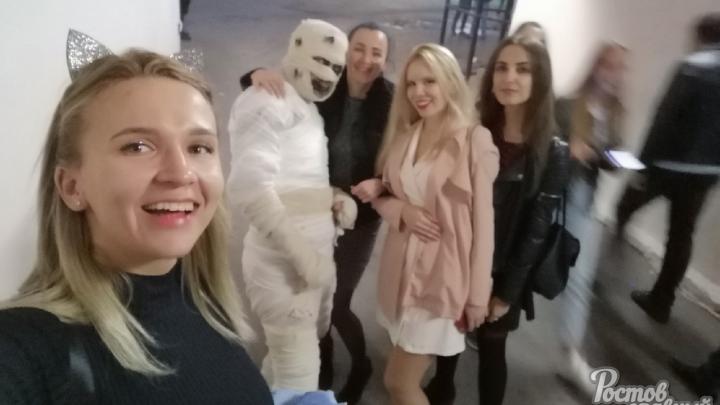 Мумия и Пеннивайз напугали ростовчан на ЦГБ
