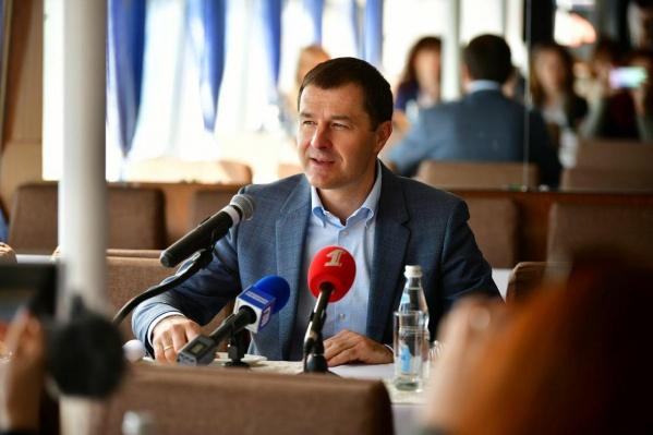 Владимир Волков провёл встречу с журналистами на борту речного трамвайчика