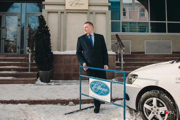 Припарковаться возле отеля «Евразия» съемочной группе 72.RU не удалось