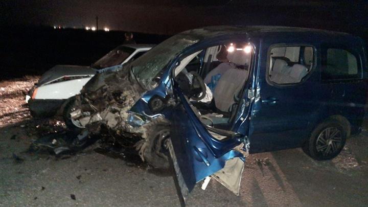 На трассе в Самарской области водитель Renault погиб после столкновения с Citrоen и ВАЗ