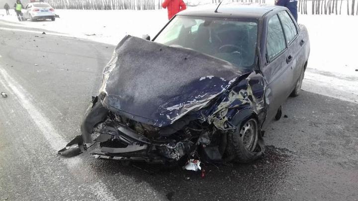 В Башкирии лоб в лоб столкнулись BMW и «Лада-Приора», есть пострадавший