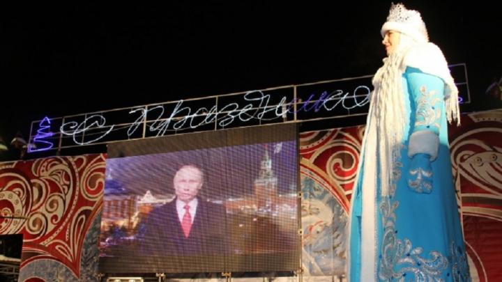 В новогоднюю ночь на Театральной площади покажут поздравление Путина
