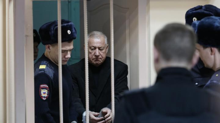 Бывшего главу Челябинска Евгения Тефтелева и экс-чиновника мэрии отправили в СИЗО. Онлайн-репортаж