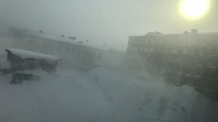 В Норильске бушует страшная пурга: трассы перекрыты, объявлена актировка