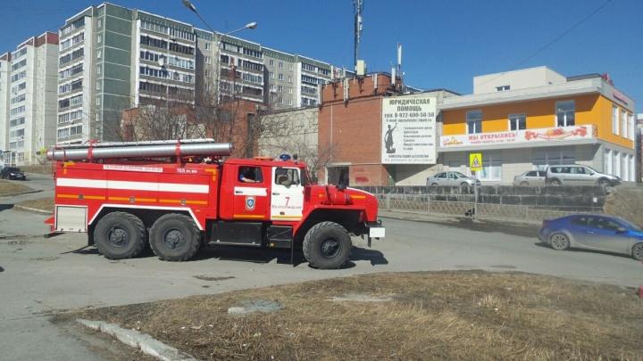 В микрорайоне Заречном загорелся гаражный комплекс —один человек погиб