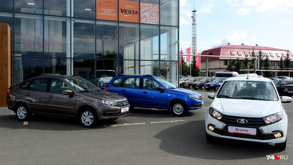 Lada Granta задает минимальную цену для новых автомобилей, и она неутешительна: 435 тысяч рублей за самую простую версию рестайлинговой модели