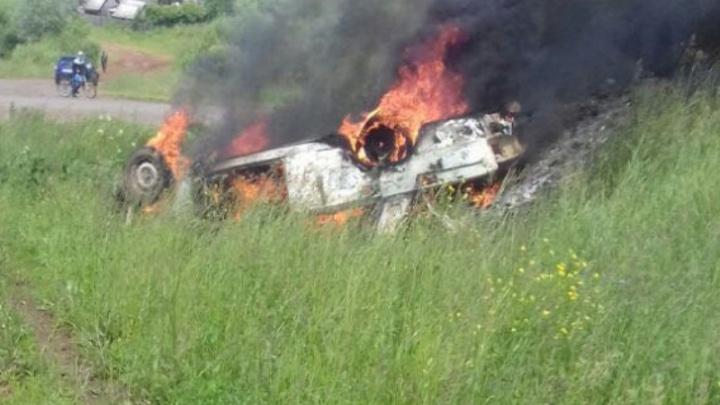 В Башкирии в автомобиле заживо сгорели мужчина и женщина