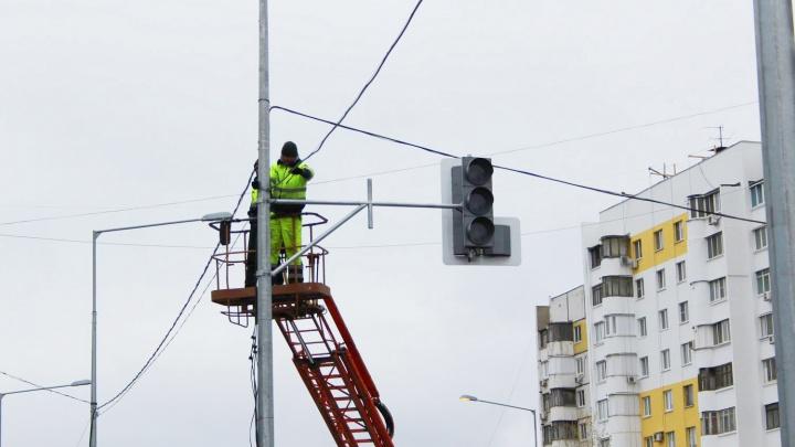 Движение парализовало: на Московском шоссе около часа не работали светофоры