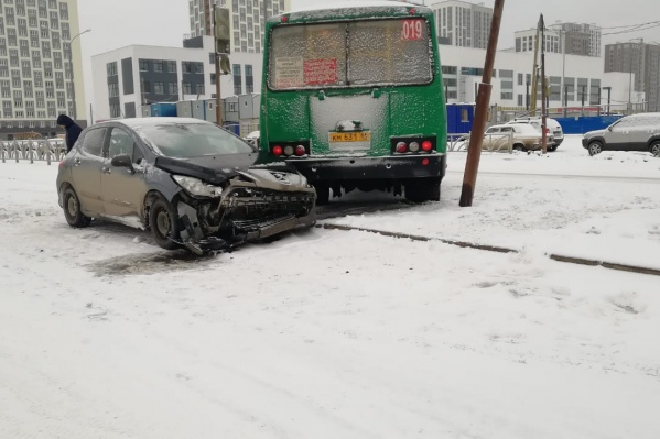Авария произошла у магазина «Лента»