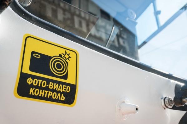 Система будет фотографировать номера машин и автоматически отправлять их в Центр автофиксации правонарушений