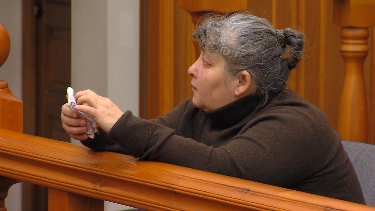 В суде Яшкина объяснила, что неудачно повернулась с ножом в руке к неожиданно подошедшей матери