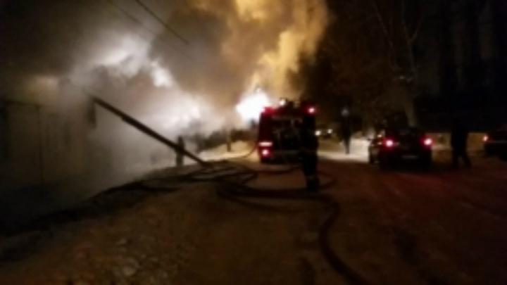 После пожара на окраине Уфы семья с тремя детьми осталась на улице