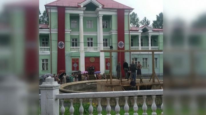 Свастика и повешенные: что происходит на улицах Рыбинска