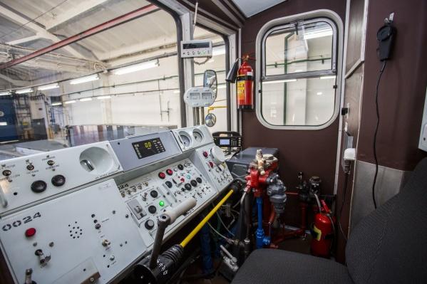 В кабине машиниста установлено новое оборудование