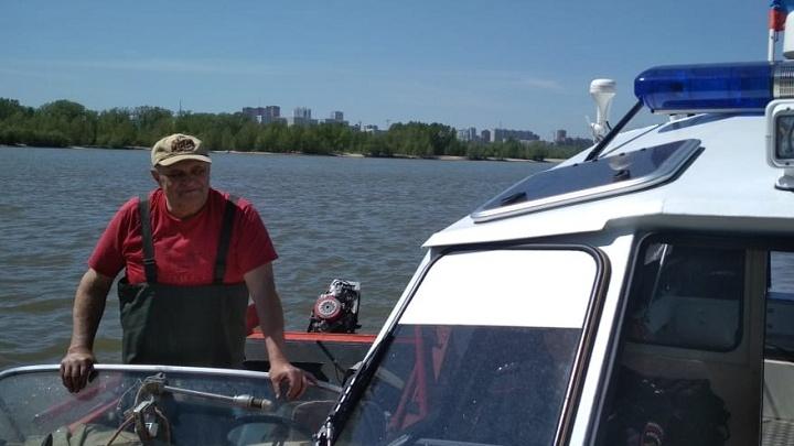 Полицейские сняли с веток на берегу Оби потерпевшего бедствие рыбака