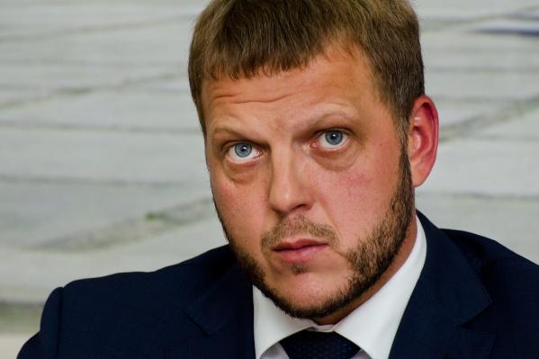 Евгений Пономарёв раньше работал главой администрации Ленинского района, руководил Государственной жилищной инспекцией Новосибирской области, а последнее время — в сфере ЖКХ в Самаре
