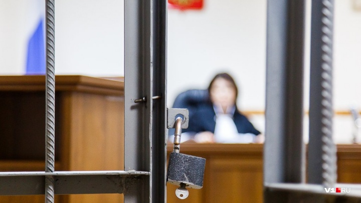 «Она в руках держала сумку»: волгоградца осудят за изнасилование в парке двух бабушек-ровесниц