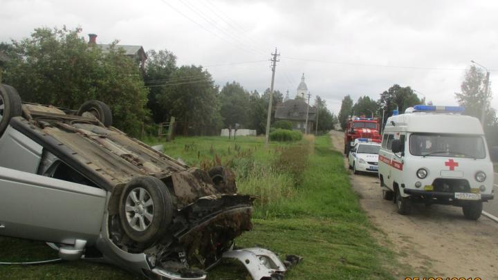 Людей доставали из перевёрнутого автомобиля: подробности ДТП с пострадавшими в Ярославской области